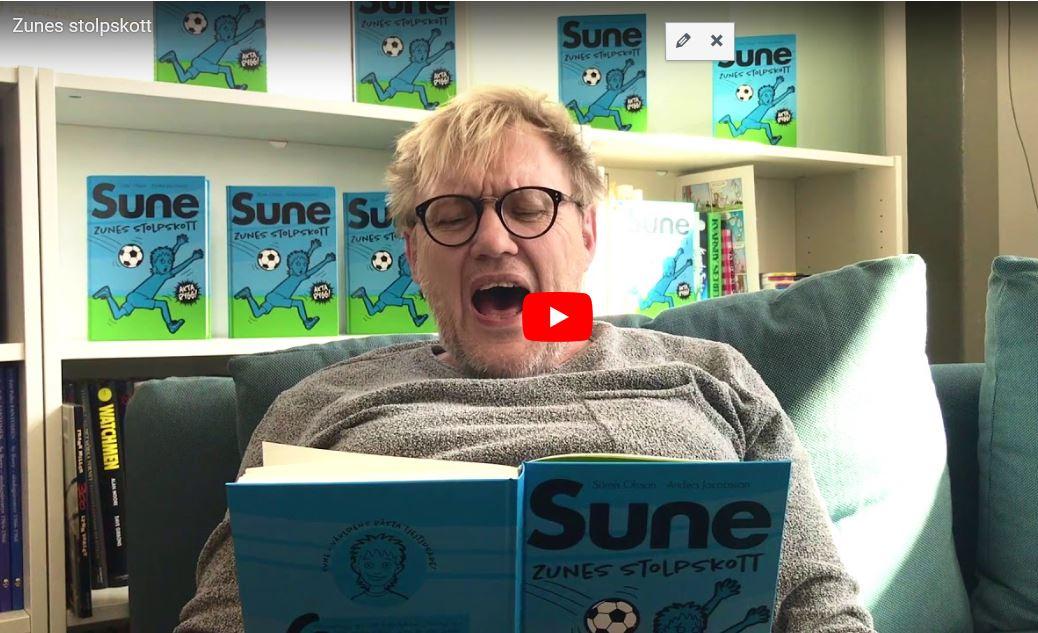 Lyssna på Anders som läser de första sidorna av Zunes stolpskott!